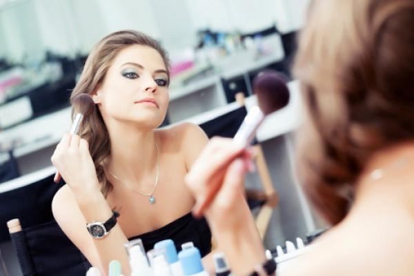 Макіяж для сухої шкіри: 5 лайфхаків від косметологів