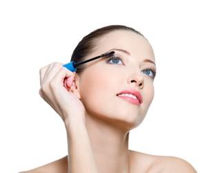 Как придать стойкости макияжу глаз?
