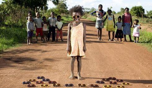 Найкращі іграшки: діти усього світу показують найдорожче, що у них є [ФОТО]