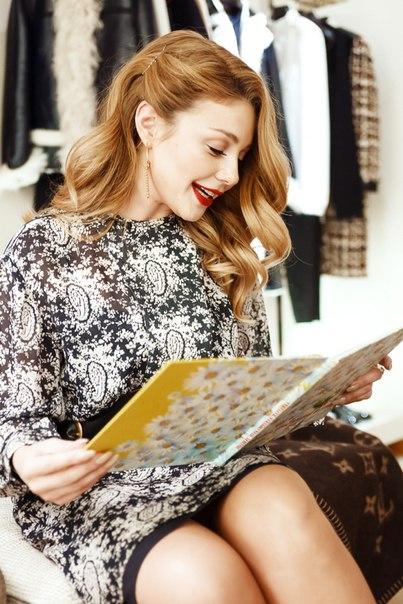 Тіна Кароль готує печиво та читає казки у бутіку Louis Vuitton [ФОТО]