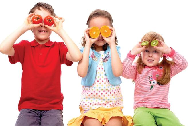 Як привчити дитину до корисної їжі?