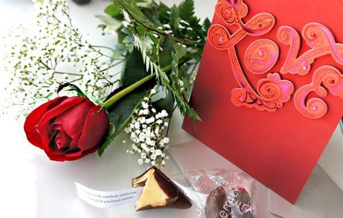 Що подарувати коханій дівчині на день народження