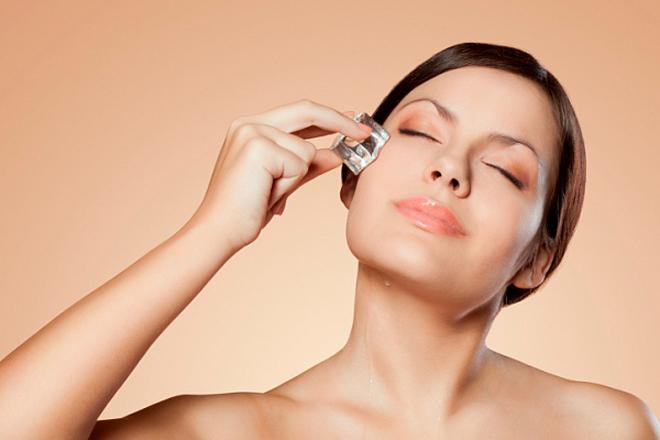 Підручна косметика: 5 засобів, які врятують шкіру