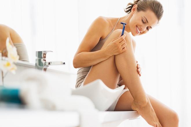 Як правильно голити ноги: 7 правил ідеальної гладкості