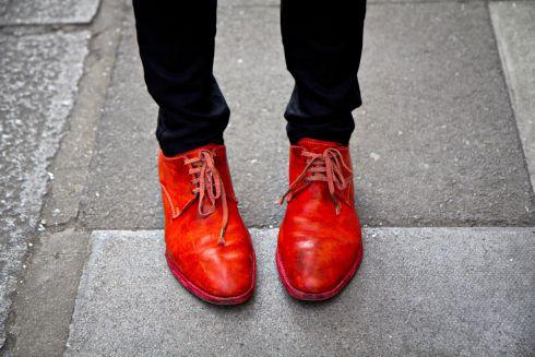 Як позбутися темних потертостей на взуті