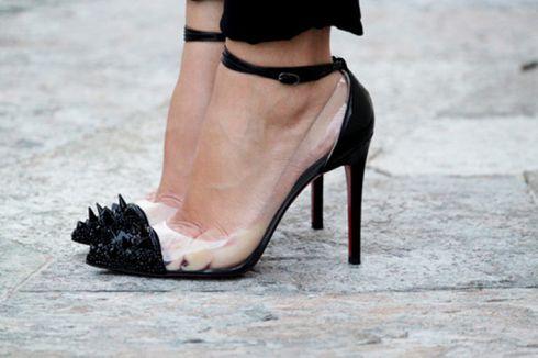 Як швидко розносити тісне взуття