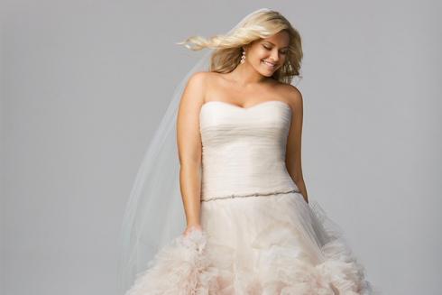 Як вибрати весільну сукню для нареченої з апетитними формами