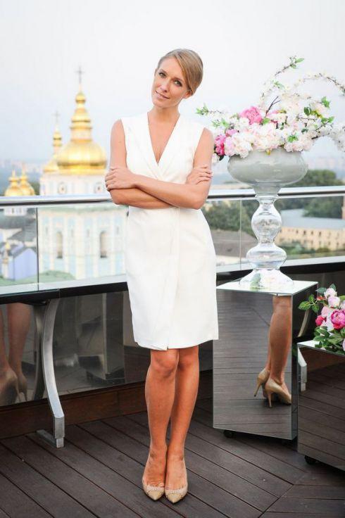 Катя Осадча вразила весільним вбранням