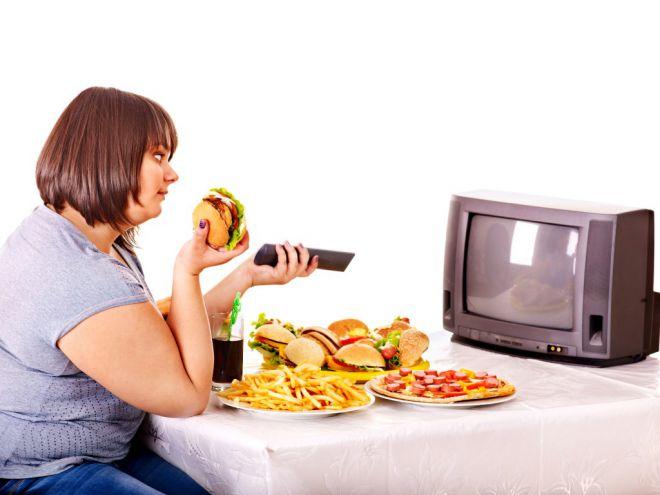 Чим загрожує обід перед телевізором